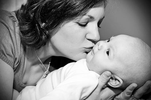 alex-and-mom-smooch